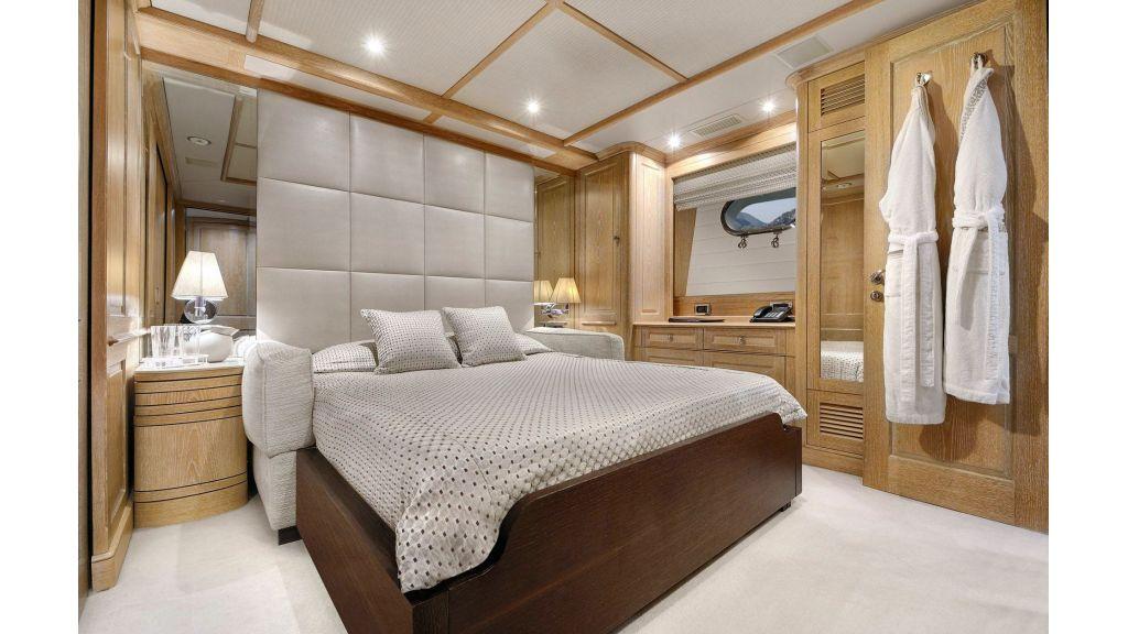 Motor Yacht QuestR (35)