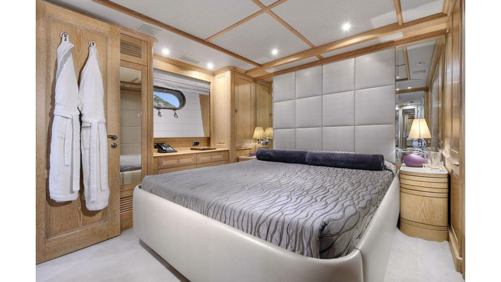Motor Yacht QuestR (36)