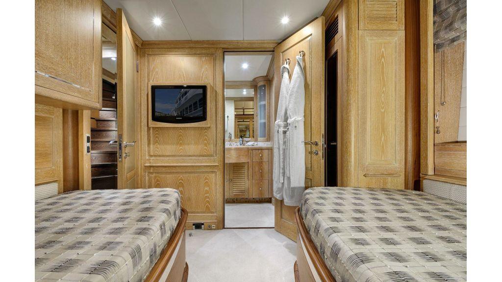 Motor Yacht QuestR (38)