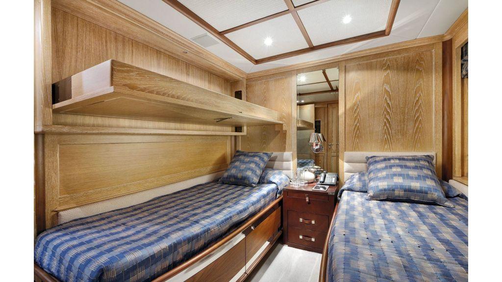 Motor Yacht QuestR (41)