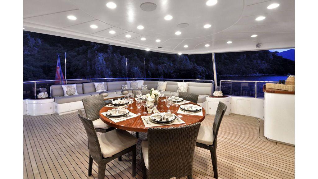 Motor Yacht QuestR (6)