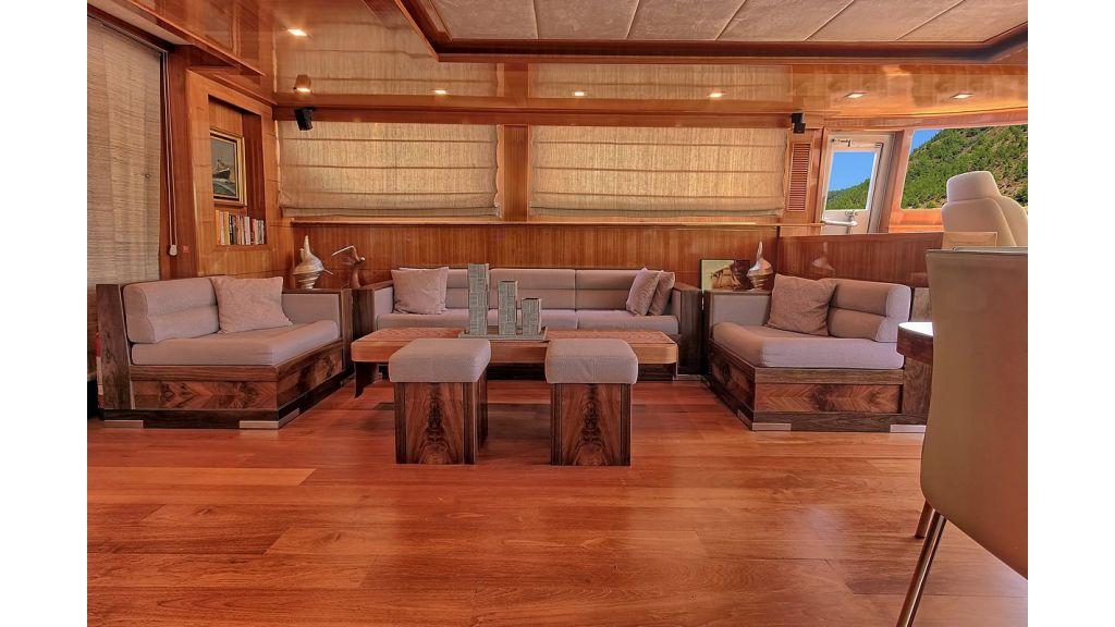 Luxury Sailing Yacht Silver k master