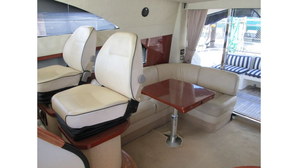 cesme-motoryacht-fairline10