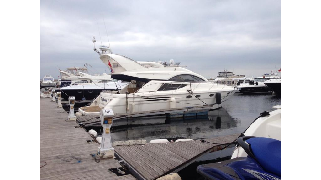 cesme-motoryacht-fairline5