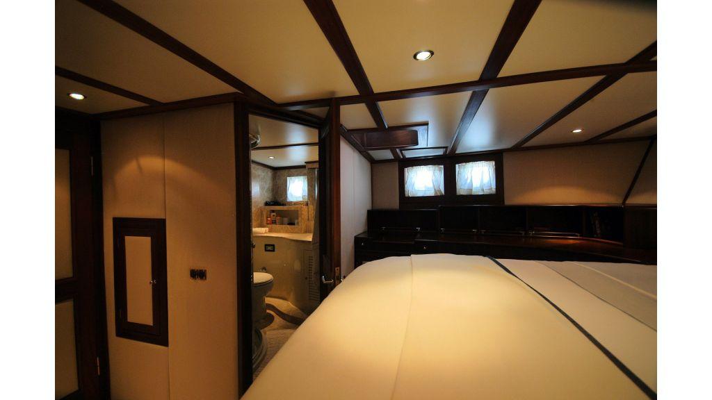 Classic Schooner for Sale Master Room (2)