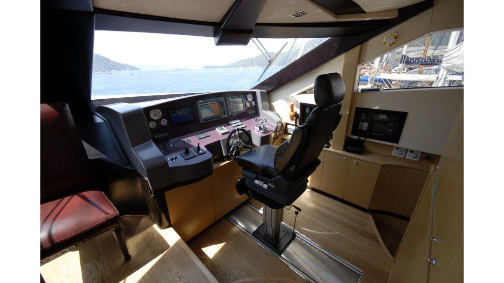 Stell Motoryacht (3)