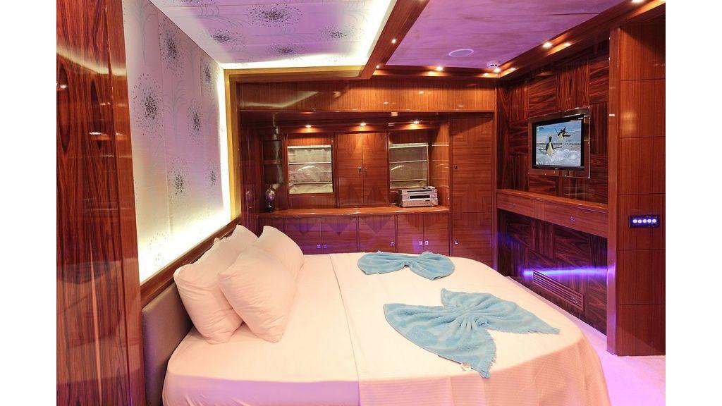 Custom Sailing Yacht for Sale (12)