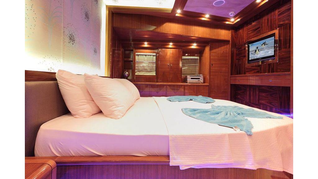 Custom Sailing Yacht for Sale (13)