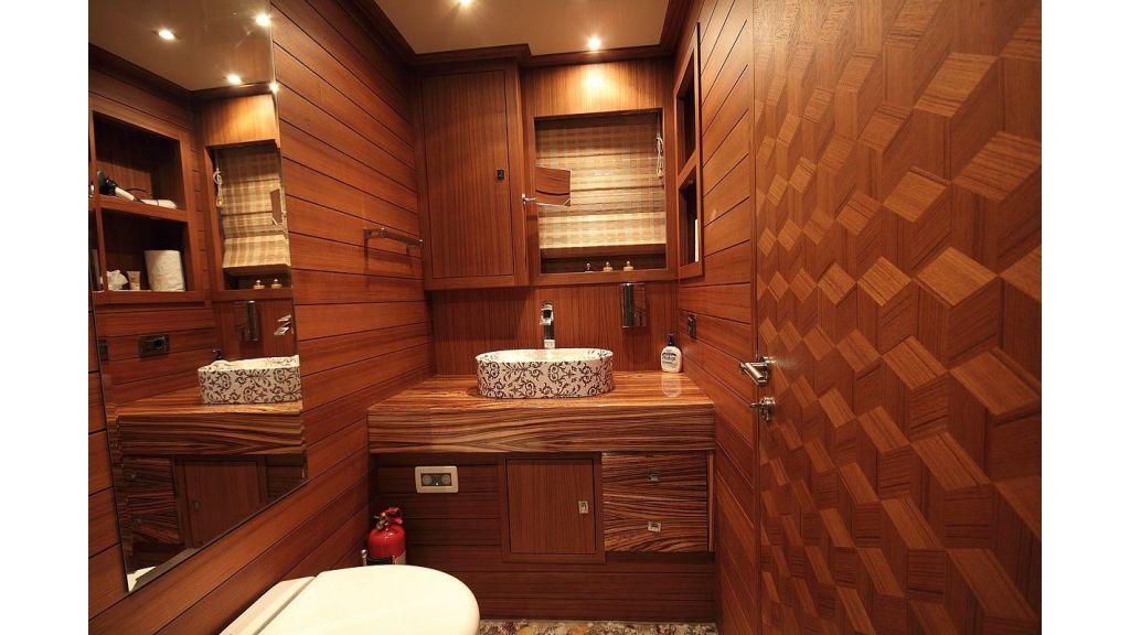 Custom Sailing Yacht for Sale (19)