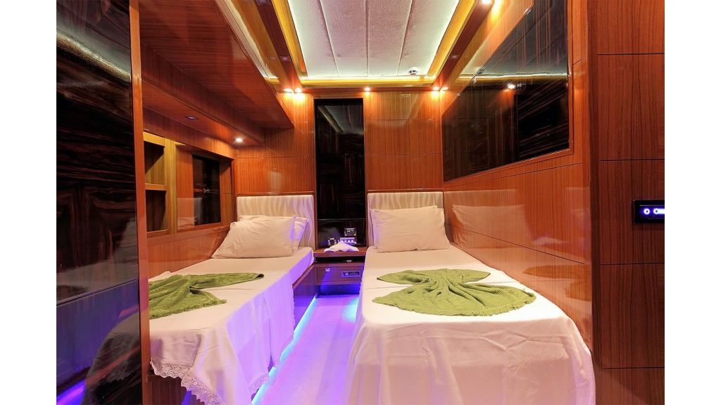 Custom Sailing Yacht for Sale (20)
