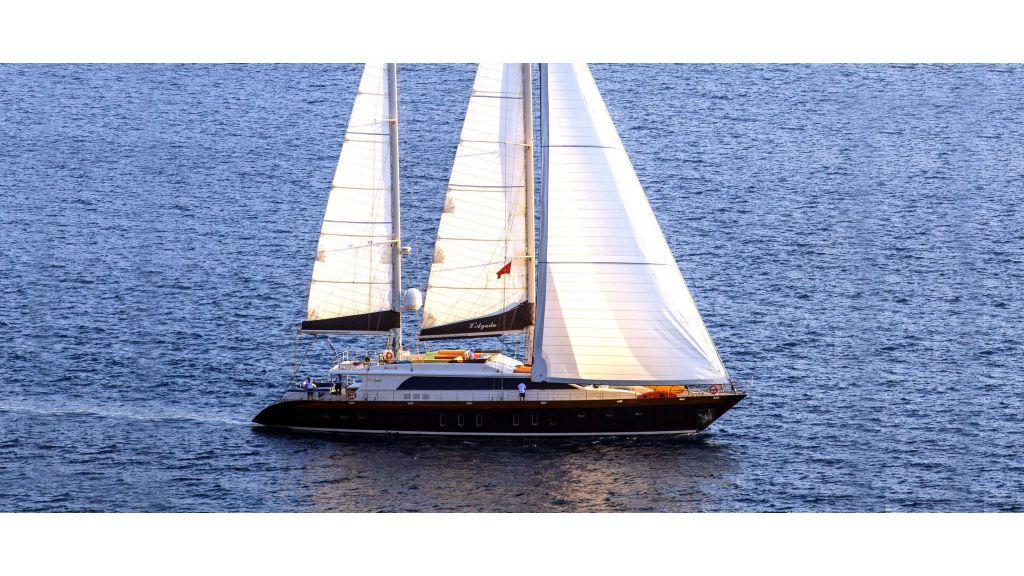L Aqiula Sailing Yacht master