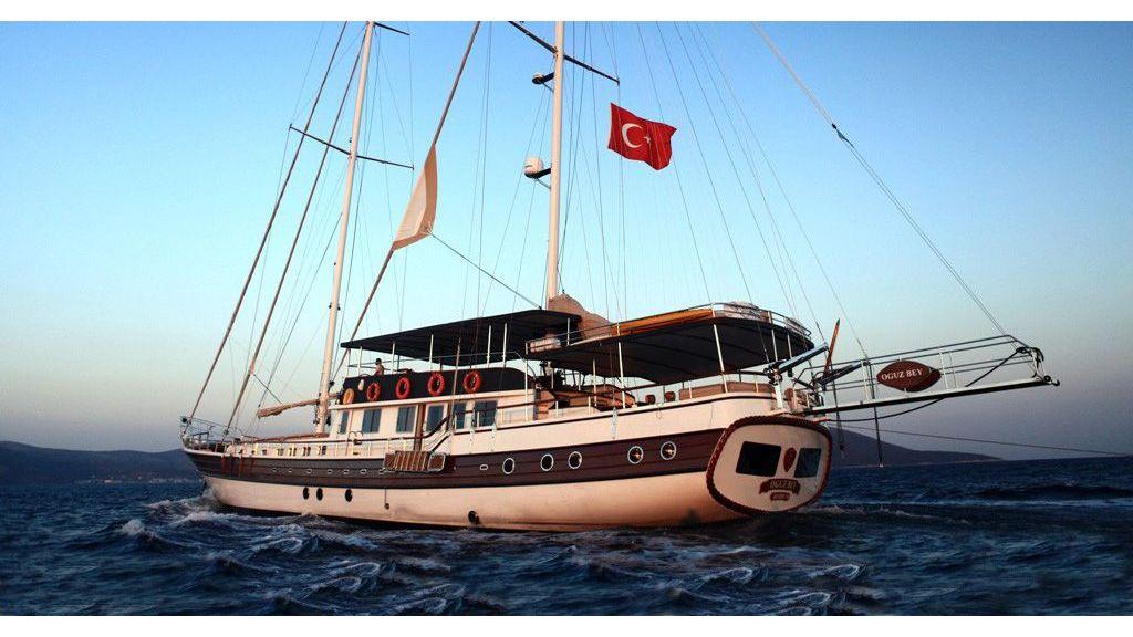 Oguz Bey transom Gulet master