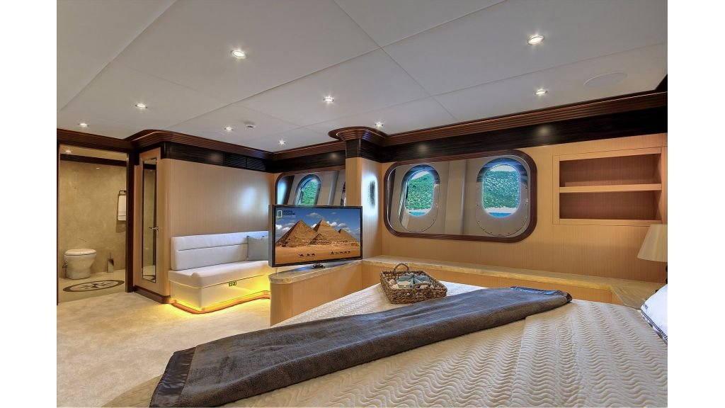 Steel Motorsailing Yacht (2)