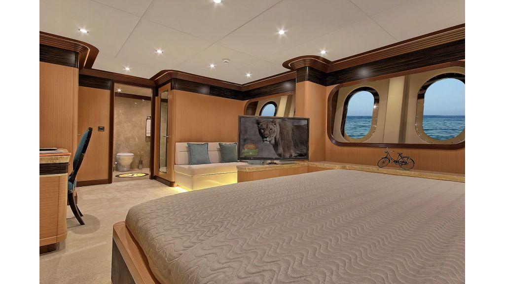 Steel Motorsailing Yacht (34)
