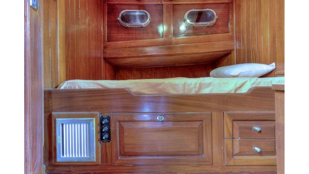 classic-schooner-for-sale (25)