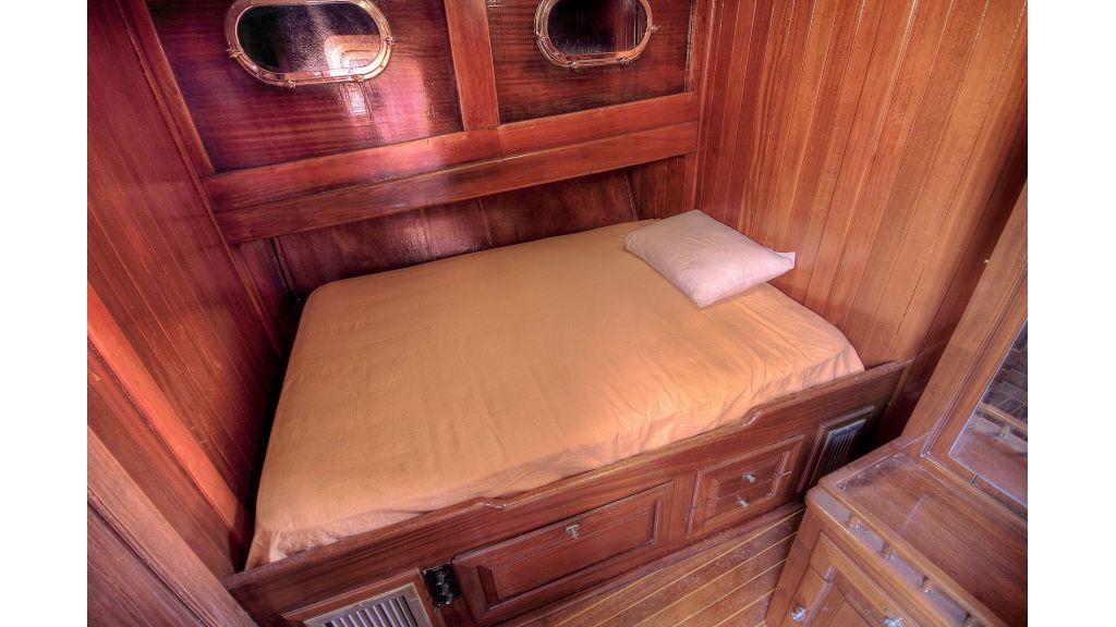 classic-schooner-for-sale (30)