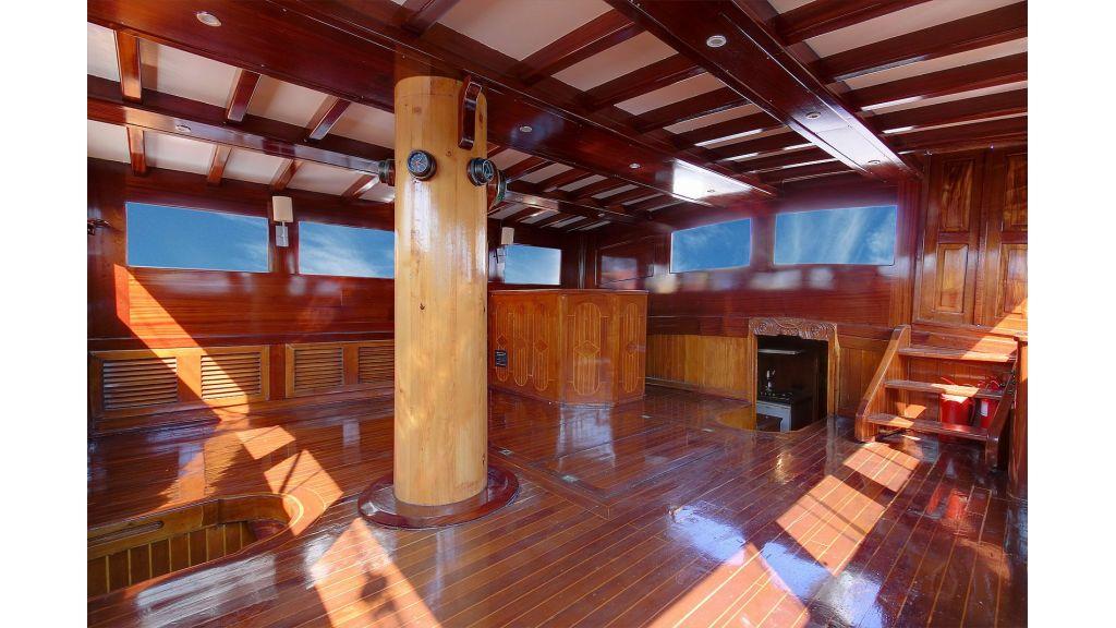 classic-schooner-for-sale (32)