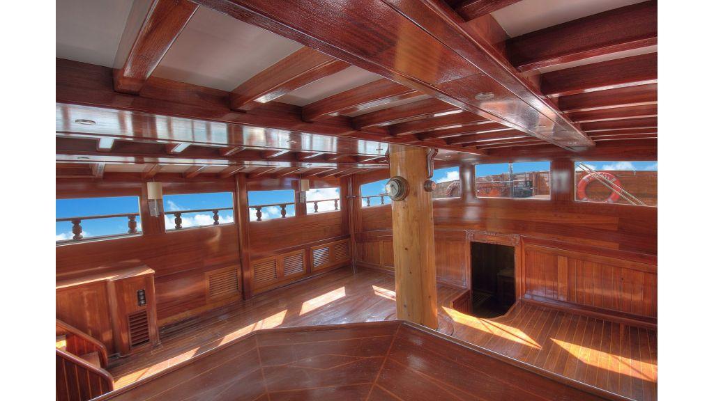 classic-schooner-for-sale (38)