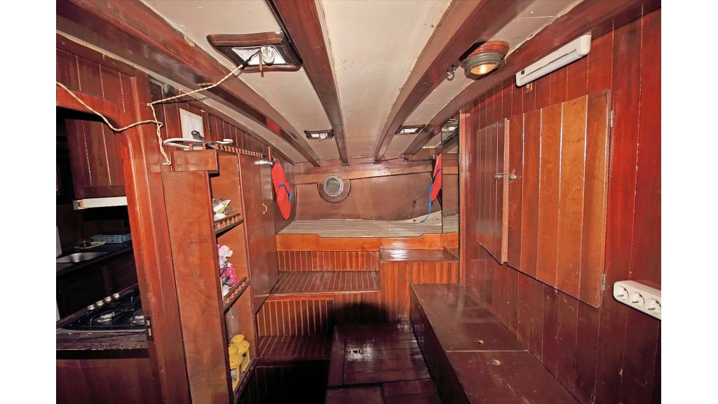 classic-schooner-for-sale (48)