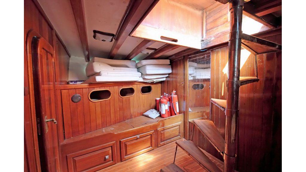 classic-schooner-for-sale (50)