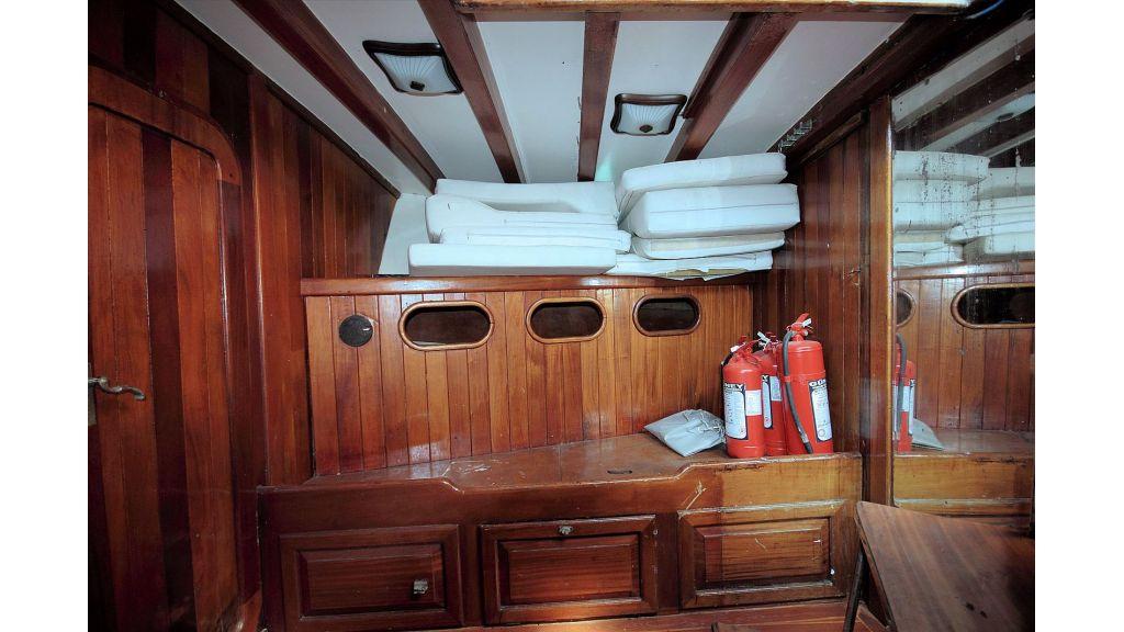 classic-schooner-for-sale (53)