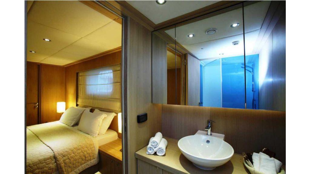 Alpha 1 motor yacht charter (17)