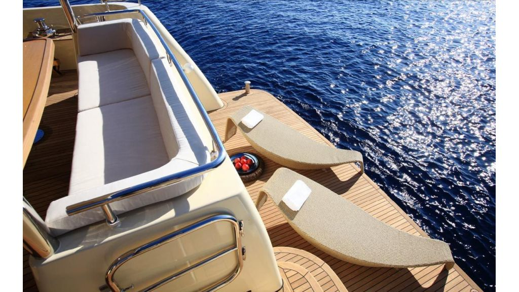 Alpha 1 motor yacht charter (2)