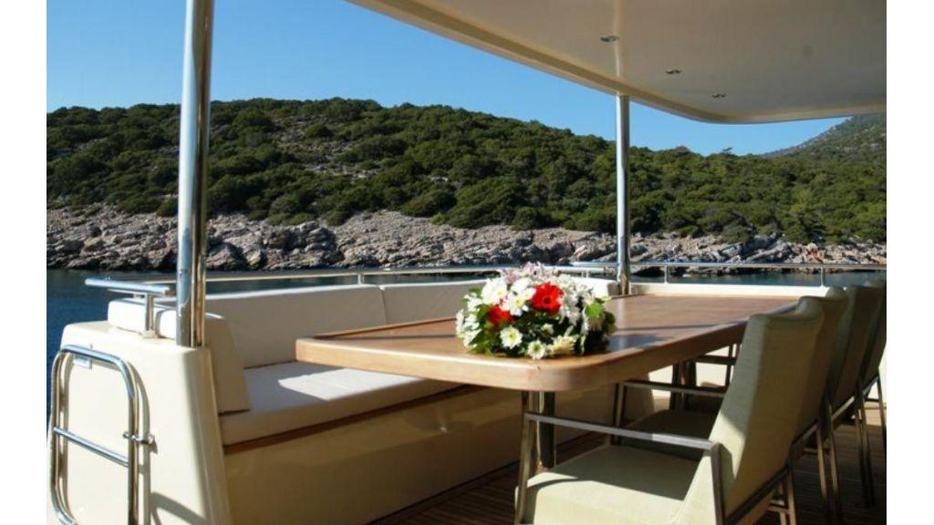 Alpha 1 motor yacht charter (4)