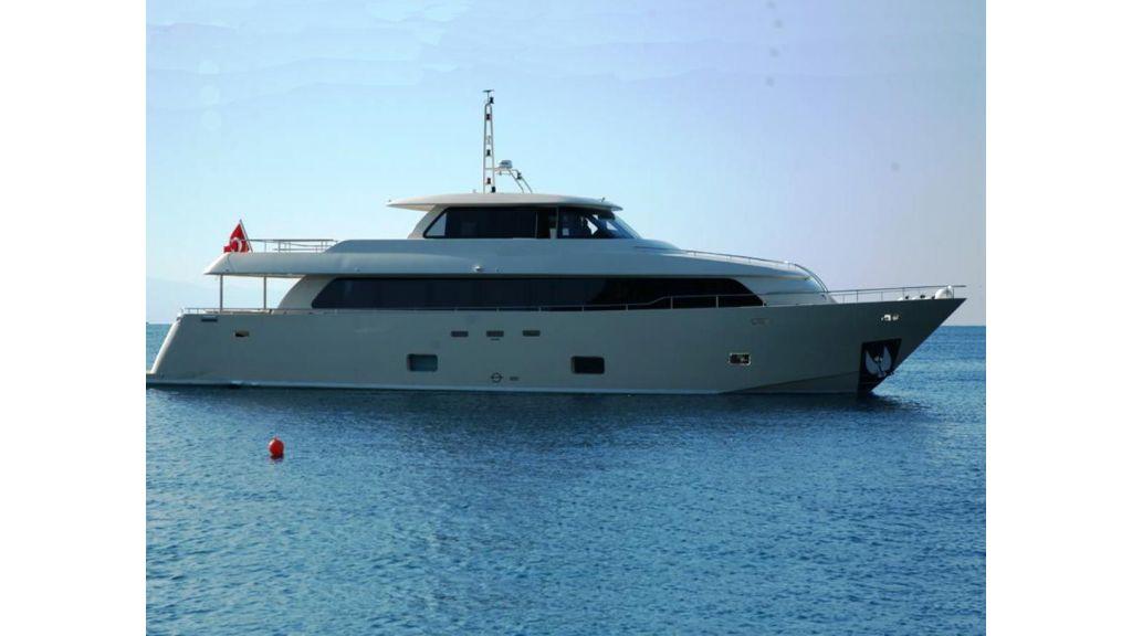 Alpha 1 motor yacht charter (5)