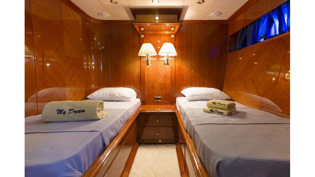 Dream motor yacht (10)