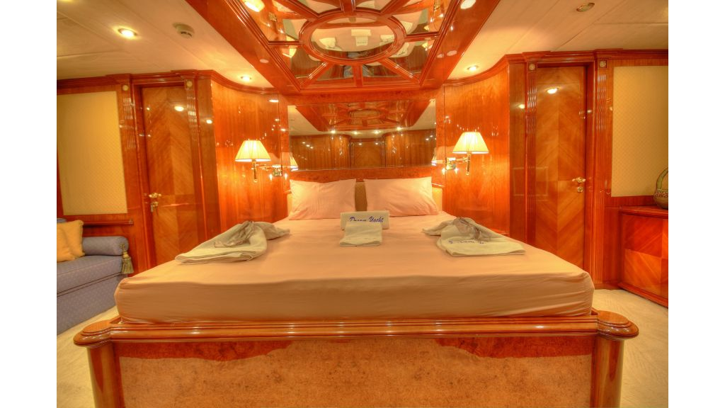 Dream motor yacht (11)