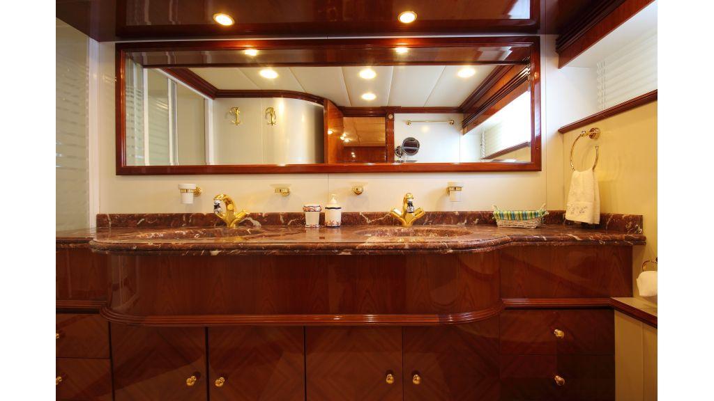 Dream motor yacht (12)