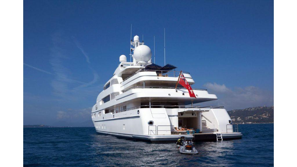 Titania mega yacht (1)