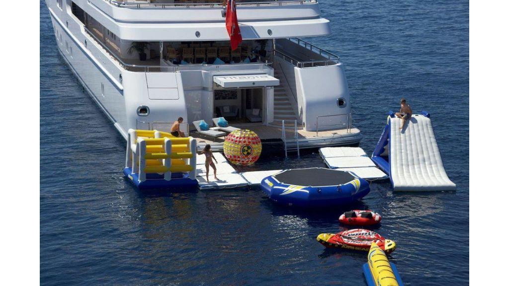 Titania mega yacht (18)