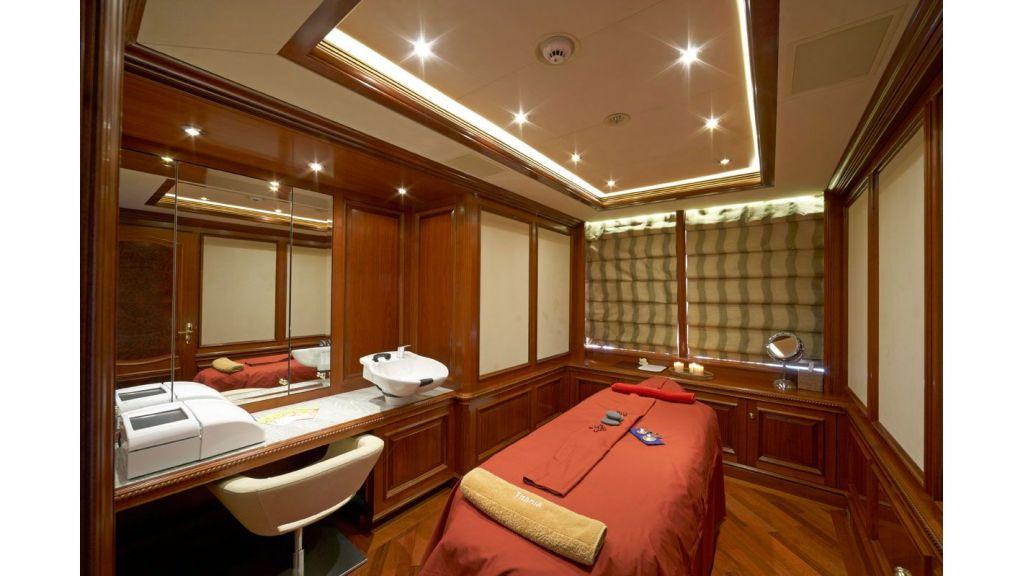 Titania mega yacht (9)