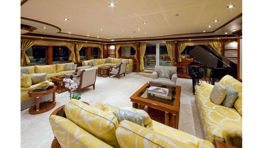 Titania mega yacht-master