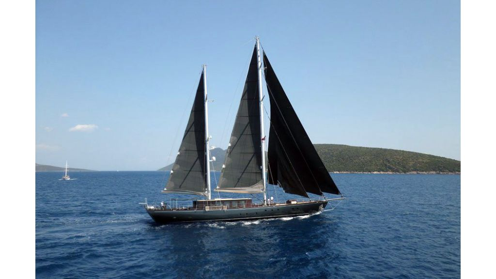 Rox-Star-Sailing Yacht (1)
