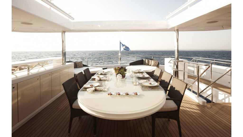 E&E-Luxury Motor Yacht master