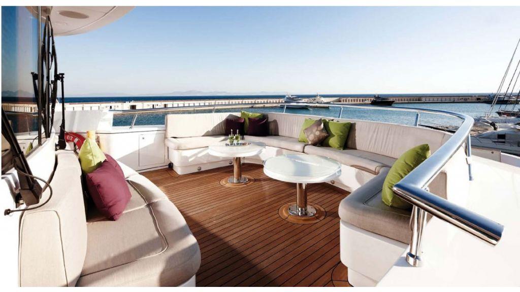 E&E-Luxury Motor Yacht master.