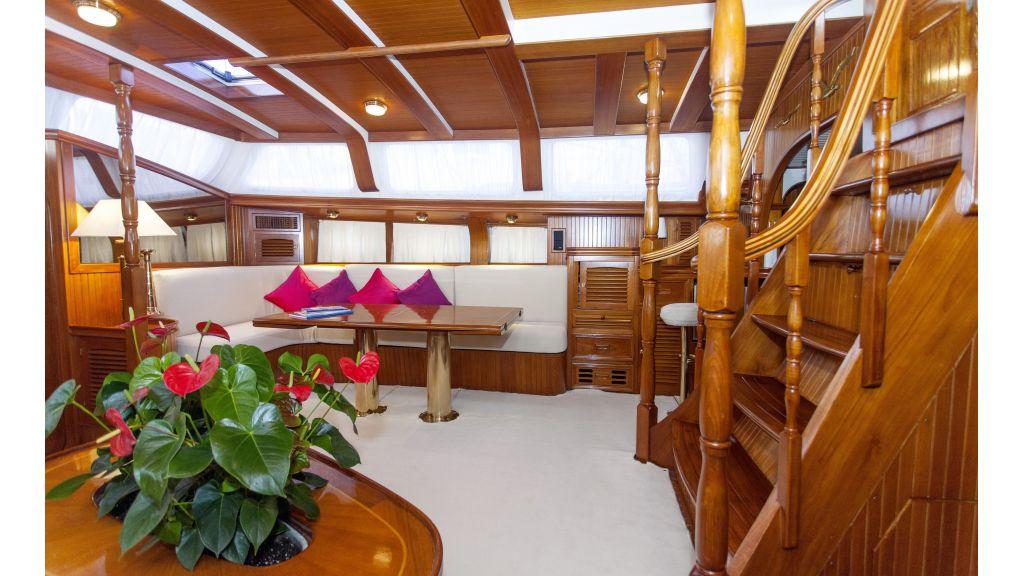 Lady Nathalie Luxury Sailing Yacht master