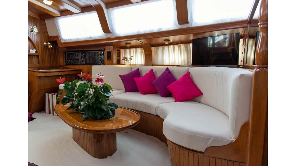 Lady Nathalie Luxury-Sailing Yacht master