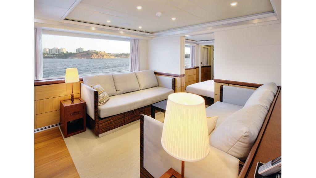 Quaranta Aft port suite