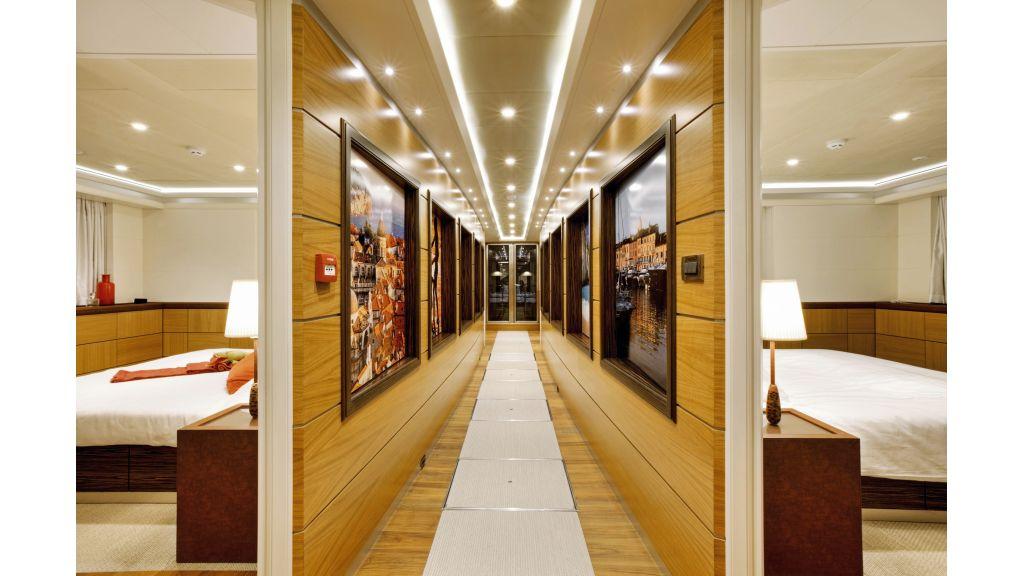 Quaranta Main deck hall