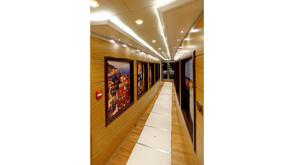 Quaranta Main deck hall (2)
