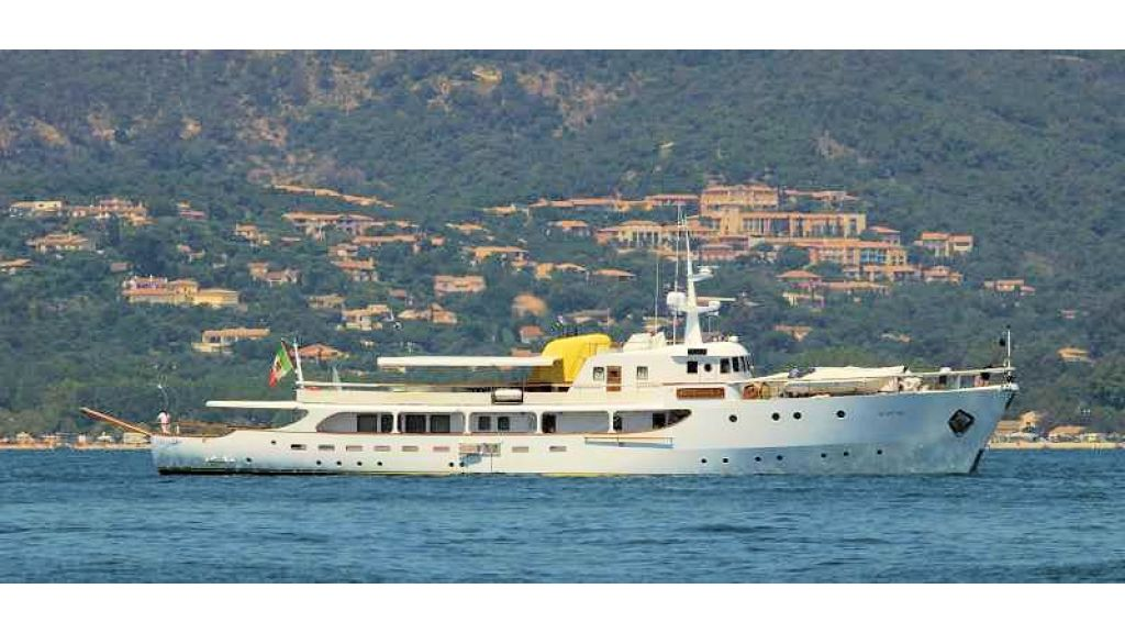 Sophisticated luxury yacht (12)