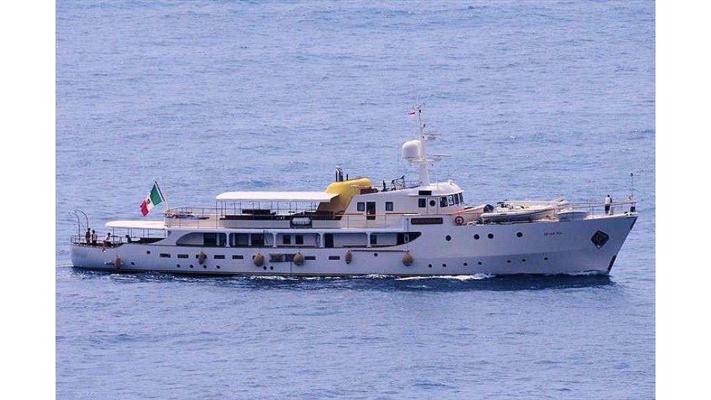 Sophisticated luxury yacht (18)