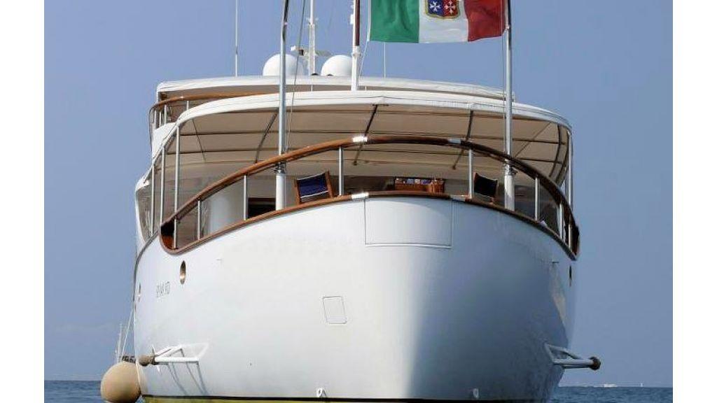 Sophisticated luxury yacht (22)