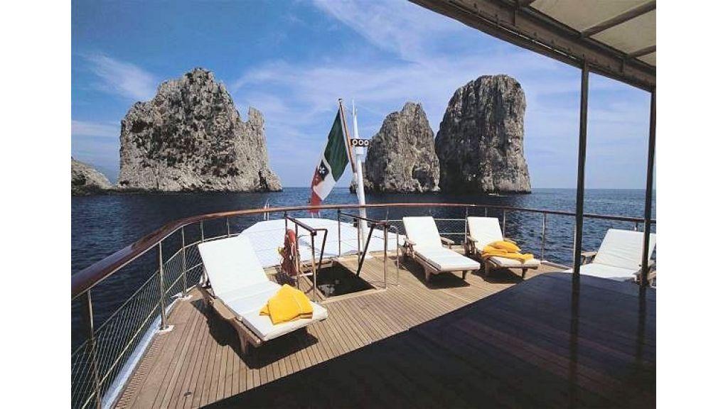 Sophisticated luxury yacht (23)
