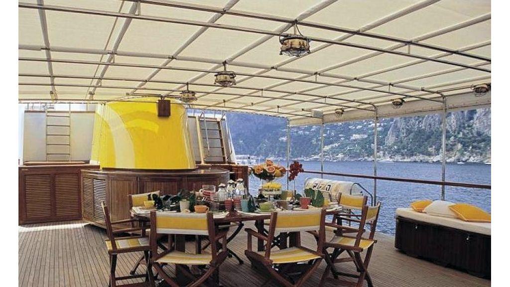 Sophisticated luxury yacht (27)