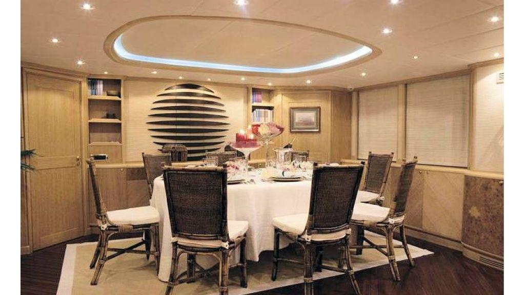 Sophisticated luxury yacht (29)